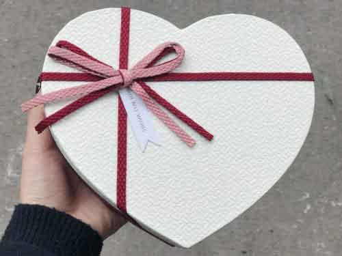 hop qua dau tay valentine cho nguoi ay