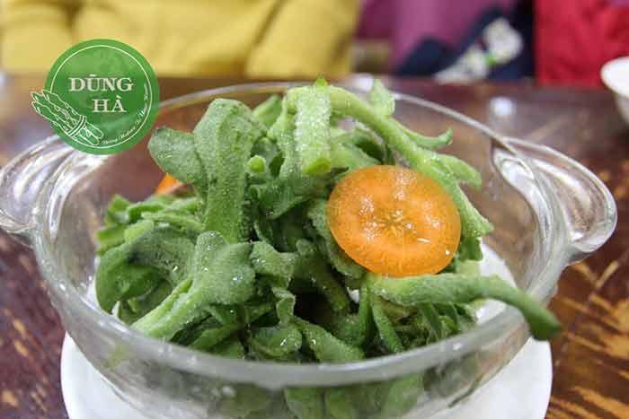 Sử dụng rau bông tuyết làm salad cùng các loại rau củ khác