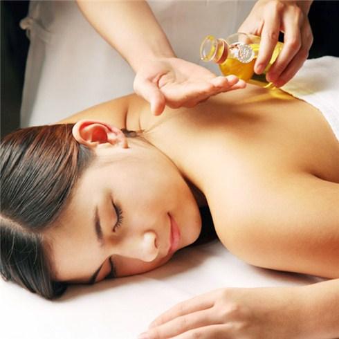 massage voi tinh dau hoi